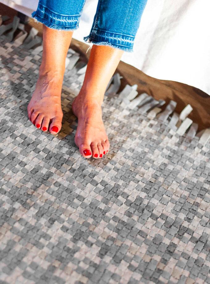 feet-mixed-shades-rug-grey-DAM-Feltrando-Portugal